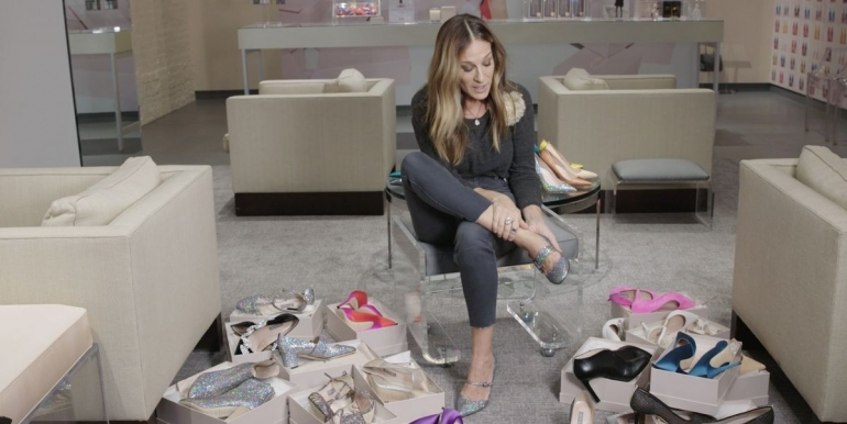 Сара Џесика Паркер за 90 секунди облече 14 различни модели на чевли