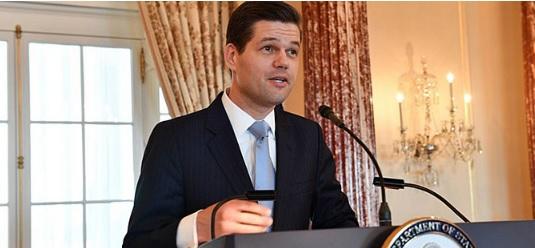 Американскиот помошник државен секретар Вес Мичел доаѓа во Скопје