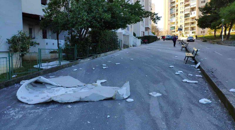 (Видео) Силно невреме го погоди Балканот: Летаат контејнери, паѓаат дрва, хаос во сообраќајот
