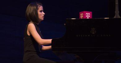 Со напредокот на технологијата станувам сѐ понезависна-Ема Ананиевска, пијанистка